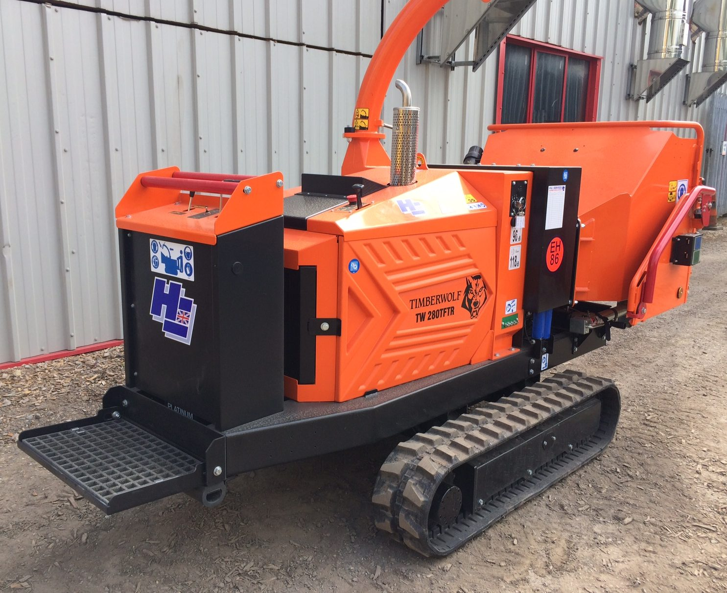 TRACKED WOOD CHIPPER